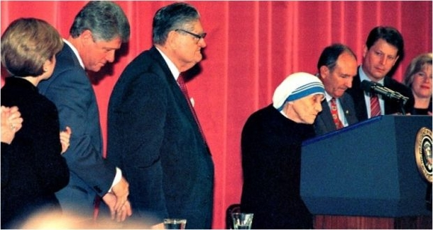 After-Hillary-Clinton-Asked-One-Question-Mother-Teresa-Shut-Her-Up-With-These-6-Words-11161-3.jpg